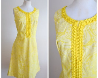 1960s Marigold yellow psychedelic print fitted shift dress / 60s day dress - M