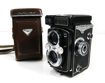 Vintage 1964 Yashica-Mat EM twin lens reflex camera in leather case