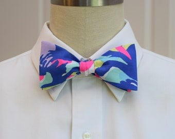 Lilly Bow Tie in tropical bright Cat walkin' (self-tie)