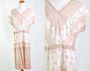 Vintage 1950s Tan White Bandana Paisley Floral Print Dress * Rockabilly Retro Preppy Mad Men Pleated V-Neck * Size Large * FREE SHIPPING