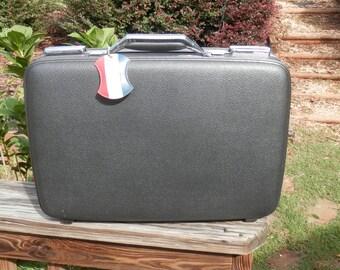 American Tourister Tiara Grey Overnight Bag - Vintage Grey Tourister 1960-70 Suitcase with Key