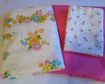 Vintage Cottage Style Set of Twin Size Sheets Pink Flowers