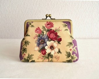 Elegant floral frame Clasp purse in Purple