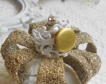 Vintage Locket Ring, White Lace Ring, Poison Ring, Scent Locket, Perfume Locket, Secret Compartment Ring, Picture Locket Ring, Filigree Band