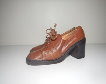 90s boho brown leather lace up round toe heels size 7