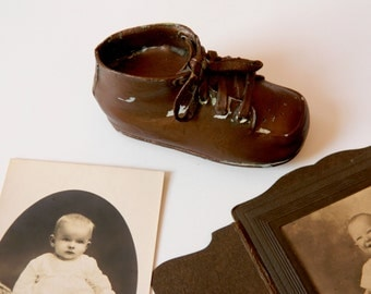 Vintage Bronze Baby Shoe. Nursery Decor. Kid's Bedroom Decoration. Photography Prop. Photo Prop. Rustic Farmhouse and Shabby Cottage Chic.
