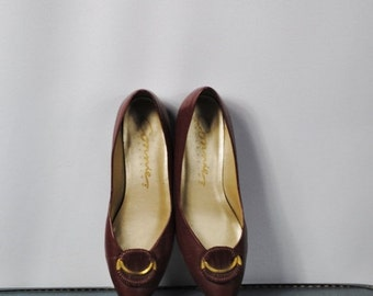 ON SALE 50% Burgundy Leather Low Heel Pumps. Size 6 1/2  B (37 Euro)