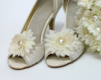 Bridal shoe clips wedding shoe clips,Bridal shoes ivory flower shoe clips,bridesmaid shoes,bridal shoes,ivory wedding shoes clips,bride shoe