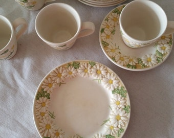 Mother's day vintage Metlox made in California daisy pattern cups saucers bread plates