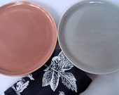Russel Wright Plates, American Modern, Russel Wright China, Steubenville Pottery, Coral Dinner Plate, Grey Granite Plate, Pink and Grey