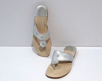 Silver T Strap Sandals Vintage Metallic Whip Stitch Between The Toe V Sandals Flats Thong Style Palm Beach Size 10 90s does 1970s Flip Flop