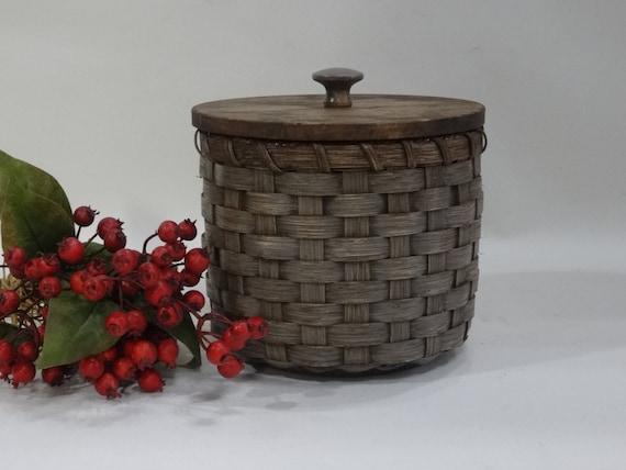 panier corbeille papier toilette avec un couvercle peint. Black Bedroom Furniture Sets. Home Design Ideas