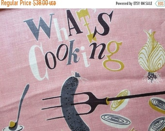 SALE15% Pink sausage. Vtg midcentury Lois Long linen kitchen towel / What's Cooking series pink / campfire hot dog sausage onion rings cooko