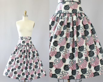 Vintage 50s Skirt/ 1950s Cotton Skirt/ Black & Pink Floral Cotton Highwaisted Skirt S
