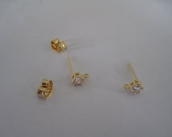 Pair of Post Earrings with Rhinestone