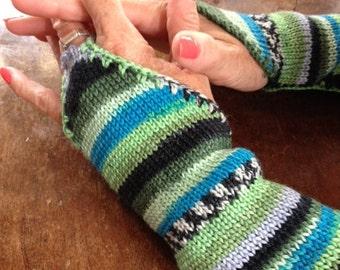 "Fingerless ""Gauntlet"" golves. Fancy a go on a Knitting Machine ?"