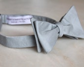 Men's Bow Tie in silver gray linen - clip on, pre-tied adjustable strap, or self tying - wedding party, ring bearer outfit, groomsmen gift