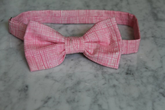 Bowtie in Pink Crosshatch Plaid - Self tying - freestyle - Groomsmen gift and ring bearer outfit