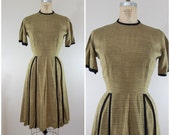 Vintage 1940s Dress / Olive Green / Day Dress / Linen Silk Blend / Medium