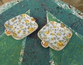 Vintage Pair of Tiny Trinket Dishes / Small Ceramic Ashtrays