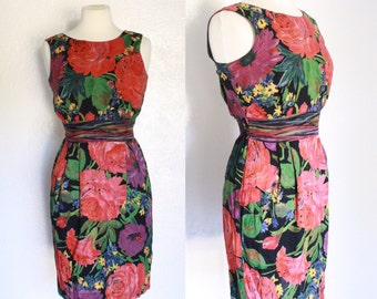FREE SHIPPING//Floral peonies and roses fitted dress | vintage 1960s | small short sleeve dress