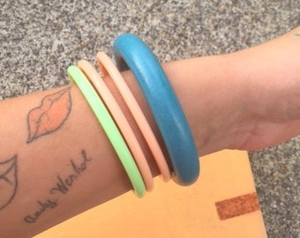 1980s Vintage COLORFUL BANGLES Set of 4....retro accessories...wooden. green. jewelry. costume. funky. groovy. mod. 70s 80s bangles. orange.