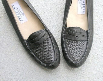 1980s BLACK LEATHER Indie Flats...size 8 womens... urban. 1980s flats. shoes. black flats. shoes. nautical. mod. oxfords. indie. trotters