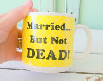 1980s MARRIED NOT DEAD Mug.....coffee. tea. colorful. yellow. retro housewares. kitsch. anniversary. gift. kitchen. drink. colorful. urban