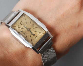 Antique mechanical watches with metal bracelet, watch movements, woman watch Swiss made