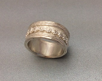 Sterling silver spinner ring with Sterling daisy spinner