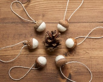 Felted Acorn Ornaments in Snowy White, Ivory, Felt Acorns, Thanksgiving Decor, Christmas, Gift Tie On, Winter, Weddings, Party Favors