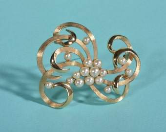 Vintage 1960s Trifari Abstract Brooch - Faux Pearl Swirl - 1950s Bridal Fashions