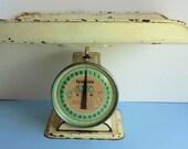 Vintage 1950 Nursery Scale, HANSON, ILL, U.S.A, Baby Room Display