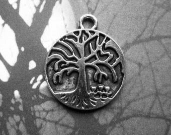 5 Round Tree Charms in Silver Tone - C2269