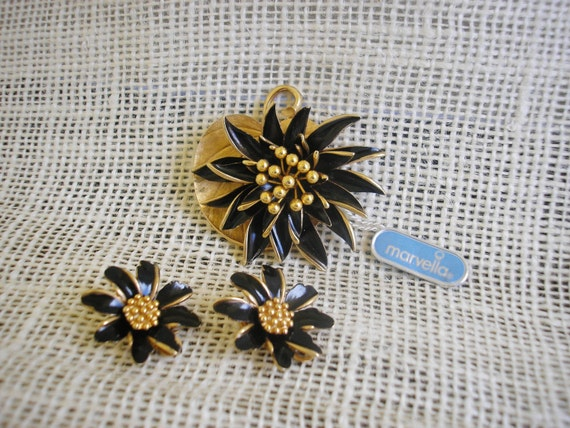 Vintage Marvella Demi Parure Orginal Tag Brooch Set Black and Gold Brooch Retro Marvella Jewelry Mod Style Jewelry Priscilla's Pink Closet