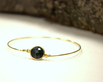 Dyed Emerald Bracelet, 14 karat gold, 60mm, Minimalist Jewelry, Modern, Simple, Elegant, Wrist, Feminine, connector, chic, Natural Stone