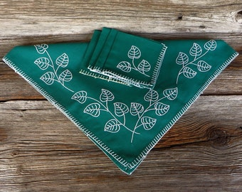 Green Tablecloth with Embroidery 4 Matching Napkins Small Green Tablecloth with White Embroidered Leaves Farmhouse Kitchen Cottage Chic