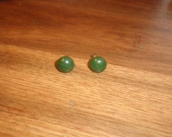 vintage screw back earrings silvertone green lucite