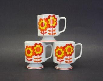 Mod Orange & Yellow Daisy Pedestal Mugs, Set of 3 (E7163)