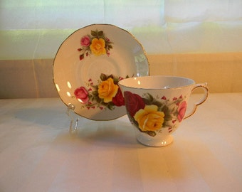 Vintage QUEEN ANNE England Bone China Teacup