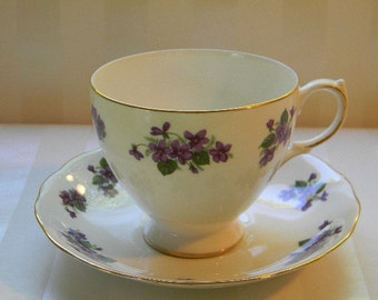 Vintage QUEEN ANNE England Bone China Teacup