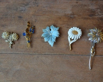 FREE SHIPPING Collection Of Vintage Brooches, Five Vintage Brooches, Vintage Costume Jewelry, Vintage Flower Brooch, Vintage Brooches