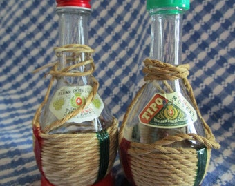 Small Wine Bottle Salt and Pepper Shakers    Twine Wrapped Bottles   Swiss Colony   California