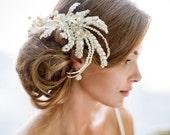 Ivory bride veil. VINTAGE style gold bride fascinator.  Huge exquisite wedding fascinator. Ivory lace hair piece. Gold lace hair clip.