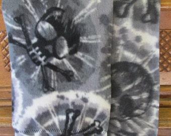 "Fleece Scarf - Black/White/Gray Tie Dye With Skulls (8"" x 60"")"