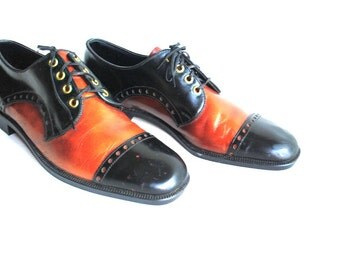 Mod vintage 70s black and caramel genuine leather, lace up, oxford shoes. Made by Rand. Mint Condtion. Size 9.