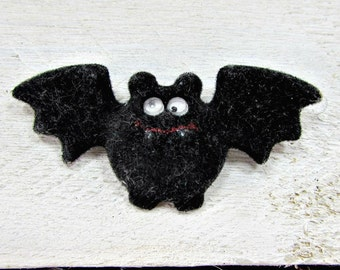Vintage HALLMARK Halloween Brooch Pin, Black Bat Brooch Pin, Google Eyes, 1980s Halloween Jewelry, Spooky Fun Jewelry, Halloween Costume