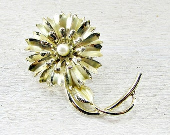 Vintage Gold Flower Brooch Pin, Faux Pearl Flower Brooch, 1950s Costume Jewelry, Gift for Mom Her, Gift for Grandma, Mothers Day Gift