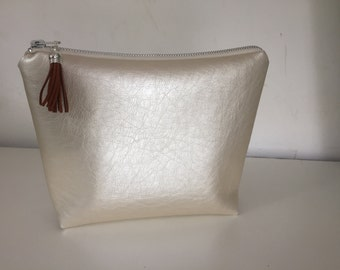 Tassel Zipper bag, pouch, cosmetic bag in ivory faux leather