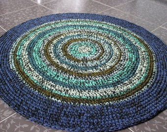 Beautiful hand crocheted round rug, 36 inches in diameter, READY TO SHIP